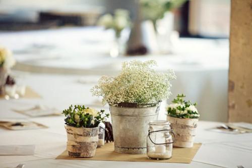 Blumentöpfe Baumrinde kreative Idee Veranda Terrasse