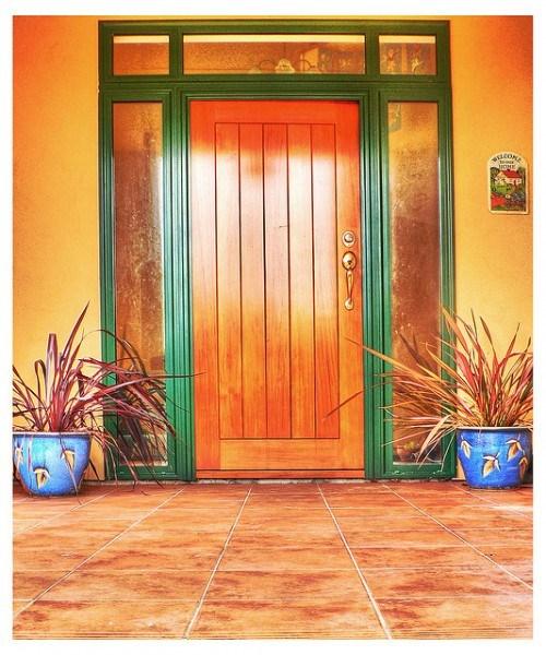 Elegante Haustüren aus Echtholz Holz Design Blumendekoration