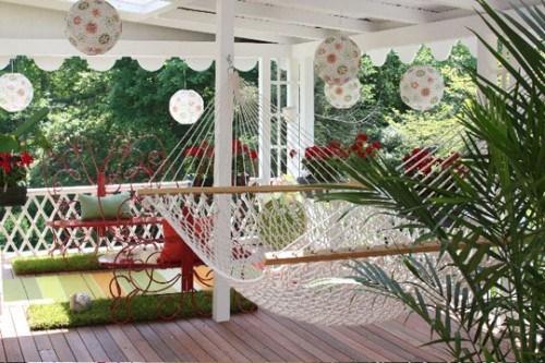 Gartenmöbel elegante Hängematte Veranda schöne Lampen