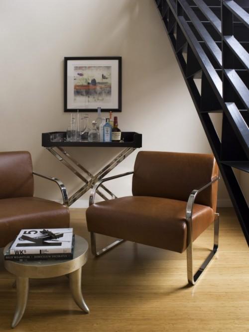 Kleine Hausbar Lederstühle kleinem Tisch
