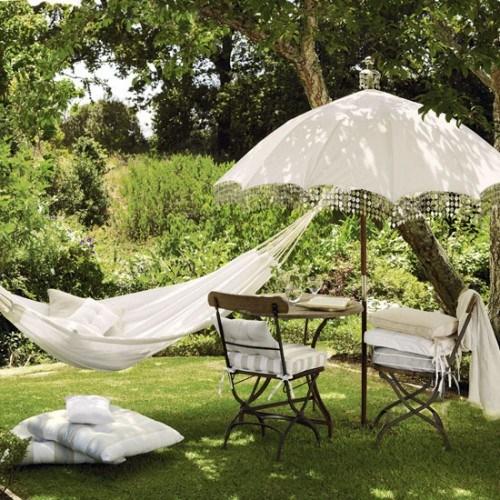 Tolle Hängematte weiß Gartenmöbel Stuhl Tisch