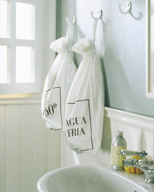 aufbewahrung und ordnung im badezimmer aufhänger tüten