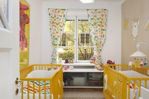 12 herrliche babyzimmer design ideen f r zwillinge oder. Black Bedroom Furniture Sets. Home Design Ideas