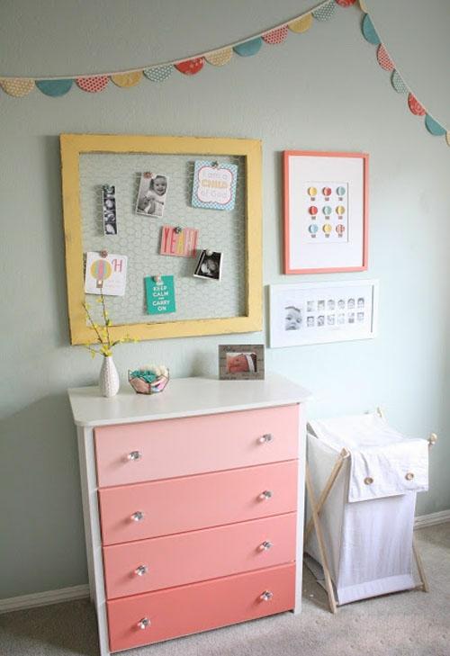 gelbe und rosa interieur elemente im babyzimmer. Black Bedroom Furniture Sets. Home Design Ideas