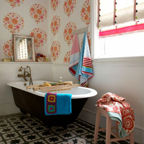 bad interieur rosa akzent badewannebunt