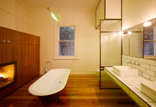 badezimmer bequem gemütlich kamin holz möbelstücke