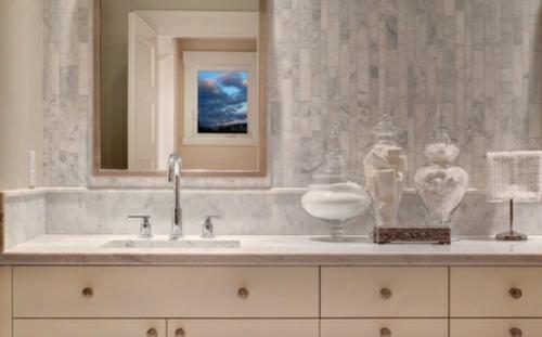 badezimmer fliesenspiegel idee weiß ausstattung design