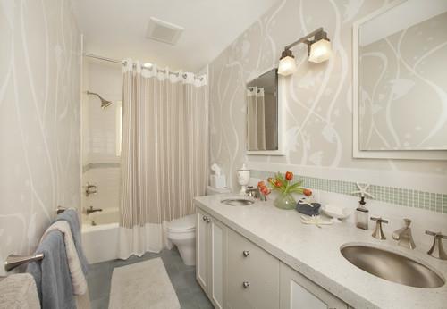 badezimmer weiß stilvoll dezente musterblumenstrauß