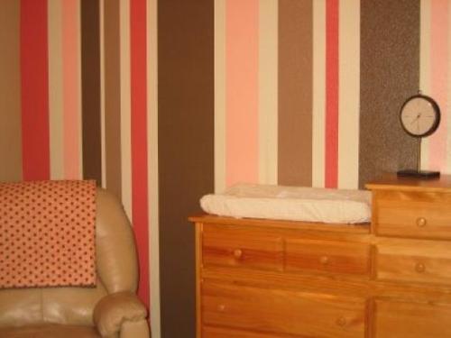 12 weitere ideen f r attraktive wanddekoration mit streifen - Habitaciones pintadas con rayas ...