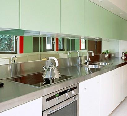 Spiegel überm Esstisch originelle deko idee hängen sie einen spiegel im küchenbereich