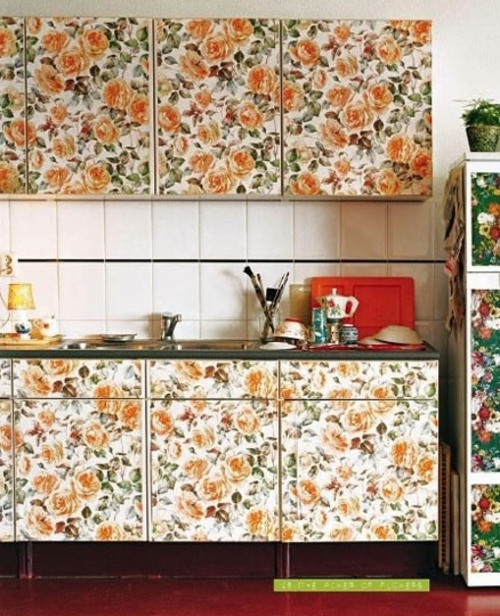 blumen tapeten küchenschränke idee weiß küchenspiegel bunt