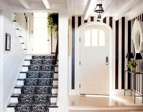 coole Treppen-Vorleger schwarz weiß Flur