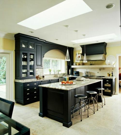 dachfenster schwarz küchenarbeitsplatte küchenschränke kompakt elegant