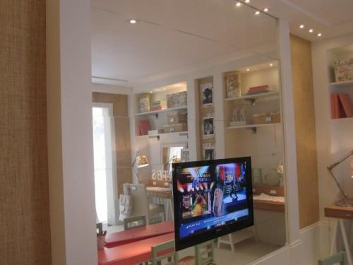 GroB Das Moderne Fernseher Wohnzimmer Platzieren