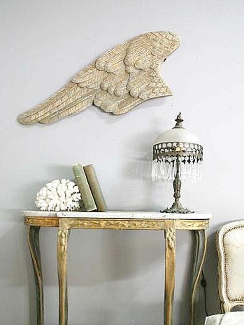 dekoideen mit engelsflügeln deko wand tisch