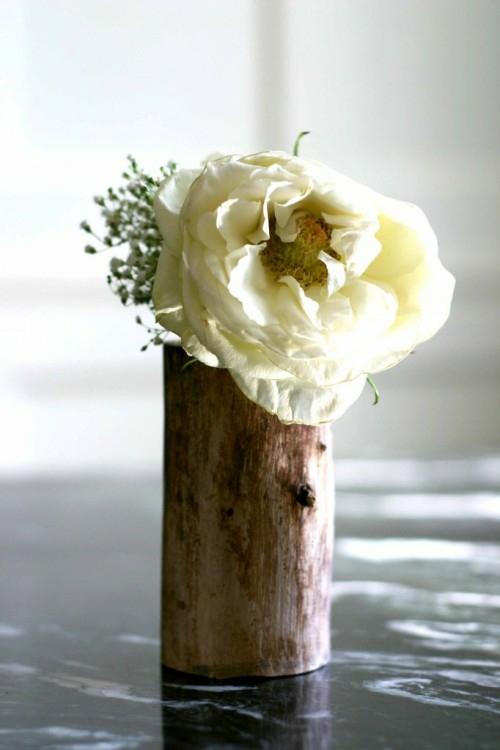 dekoration aus baumstumpf blumenvase hell farbe rose