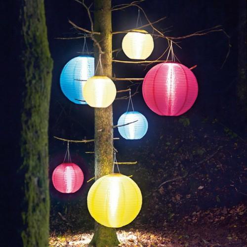 dekorative beleuchtung im patio bereich bunt asiatische bälle