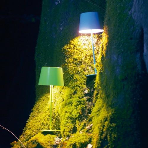 dekorative beleuchtung im patio bereich stehlampen grün blau