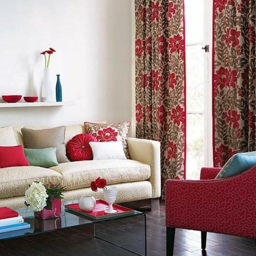 dekorative vorhänge kissen vielfalt farben linien texturen sessel wohnzimmer