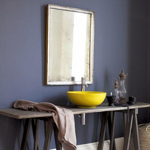 Badezimmer Ideen In Lila : dunkle badezimmer design ideen  lila wand und retro look