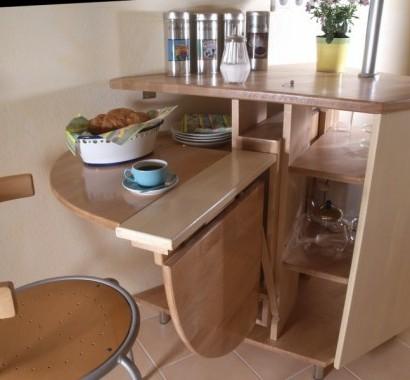 eckig-klapptisch-im-küchenbereich-interessant-praktisch-idee