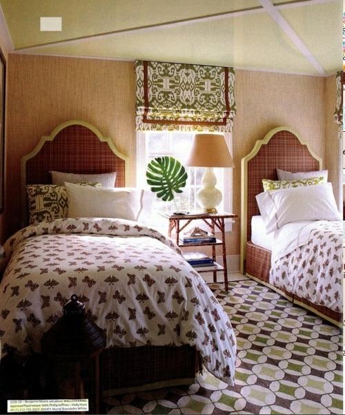 einzelbetten schlafzimmer naturtapeten kopfteile stilvoll exotische blumentopf