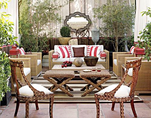 elegante schöne Dachterrasse Rattanmöbel Hocker Sofa