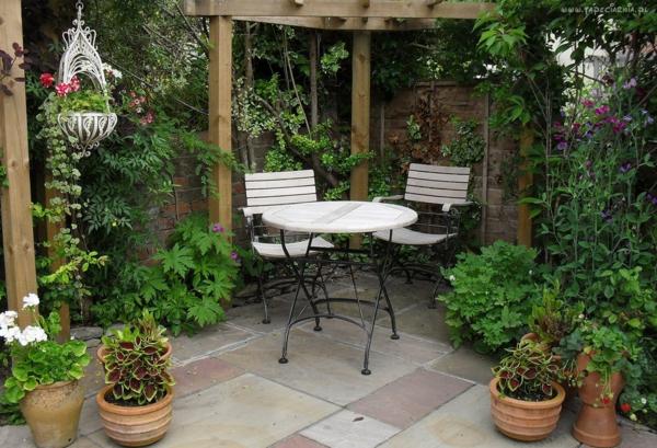 gartenbau gartenmöbel tisch stühle kübelpflanzen holzpergola