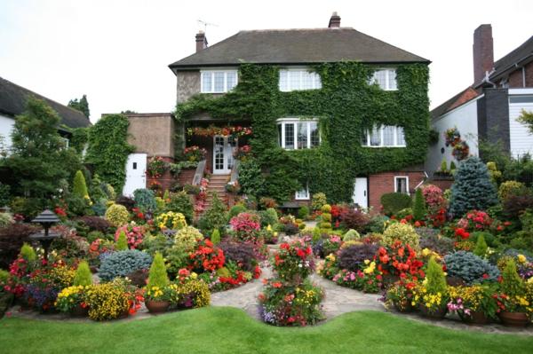 gartengestaltung blumengarten kletterpflanzen efeu großes haus