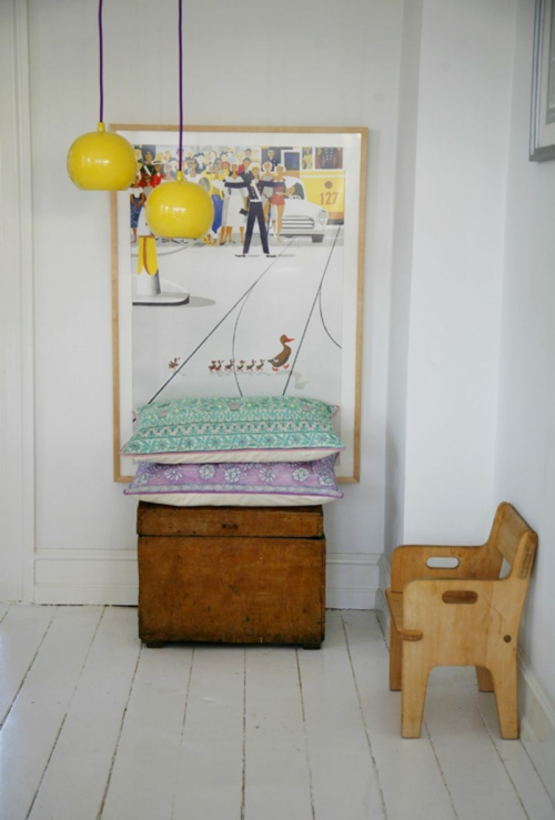 gelb weiß hängelampekinderzimmer klein holz stuhl
