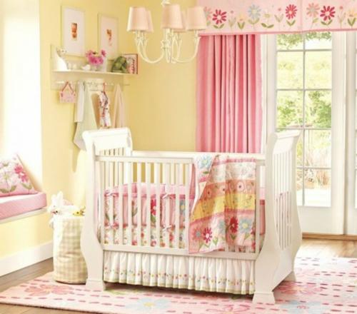 Babyzimmer mädchen gelb  Gelbe und Rosa Interieur Elemente im Babyzimmer - Inspirierende Idee