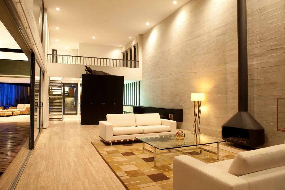 wohnzimmer idee modern:Living Room with Fireplace and Sliding Glass Door