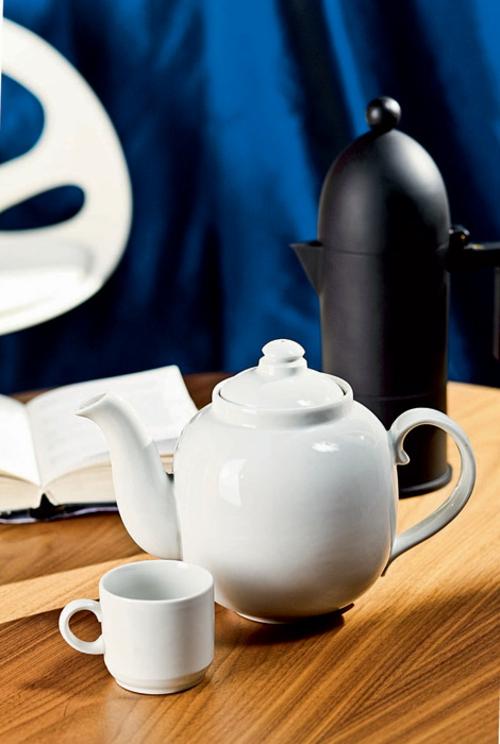 häusliches arbeitszimmer design thermoskanne porzellan kanne holz tisch rund