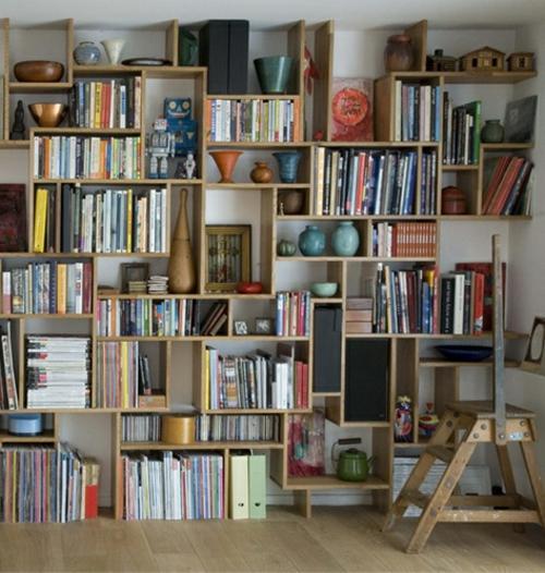 holz bücherregale wohnzimmer aufbewahrung organisation