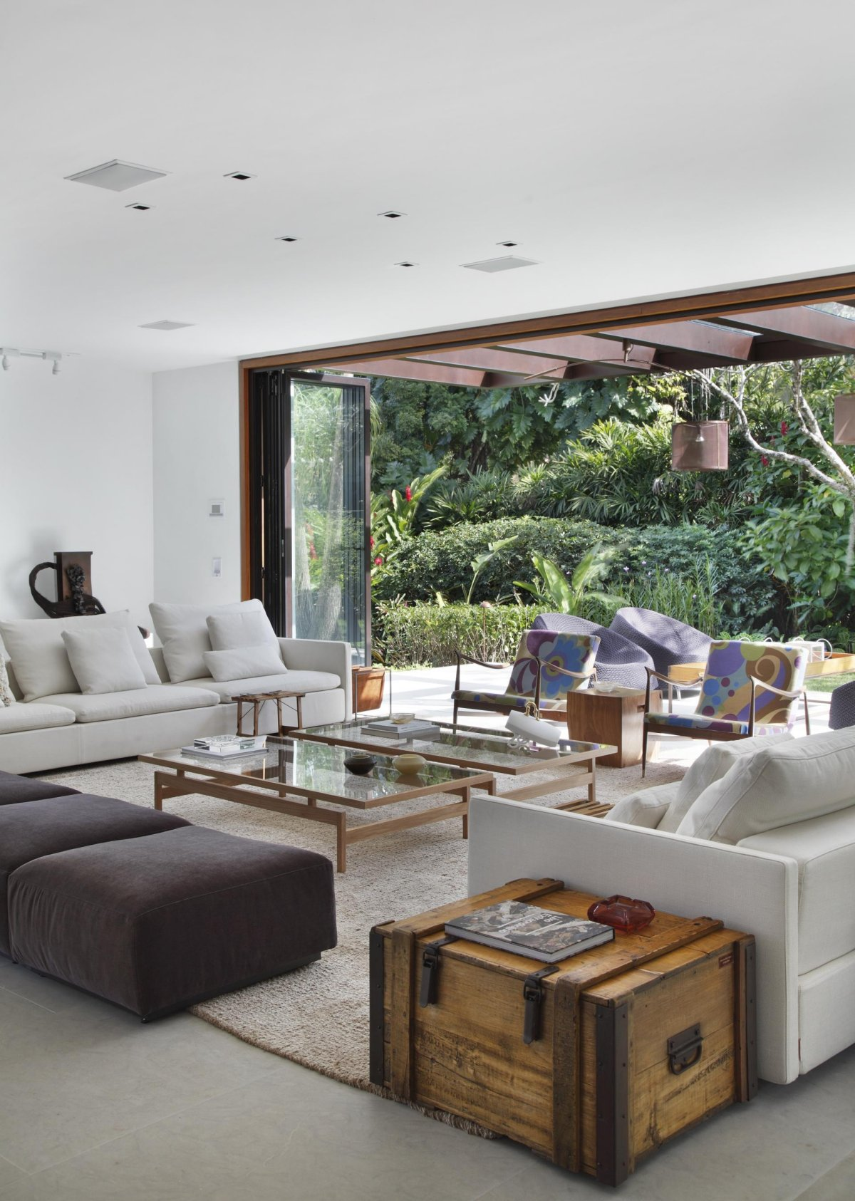 wohnzimmer sofa modern:Colonial Living Room Contemporary