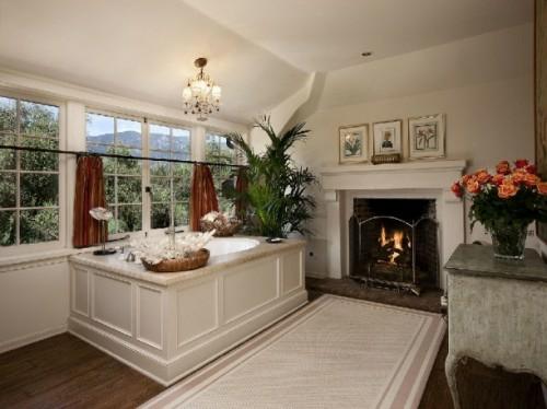 Klassische Kamine 25 badezimmer designs mit einbaukaminen romantische atmosphäre