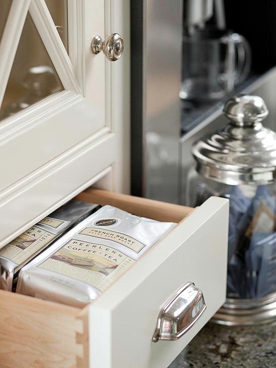 küche arbeitsplatz praktische schubladen kaffee tee