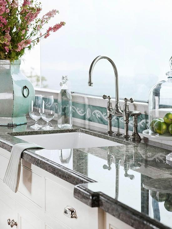küche arbeitsplatz spülbecken wasserhahn hellgrün