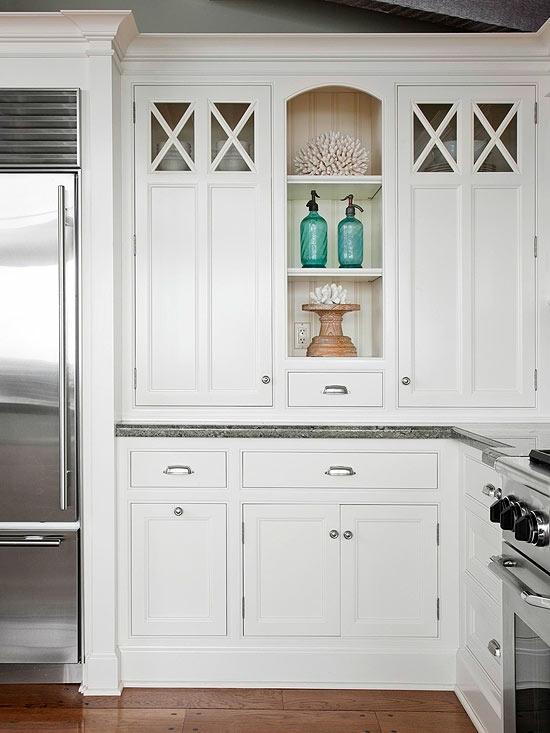 küche-arbeitsplatz-weiß-hellgrün-schubladen-schränke