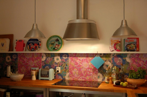 küche hängelampe metall tapeten bunt idee muster
