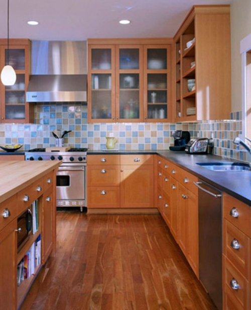 Küchen Grundrisse hölzern idee bodenbelag bunt küchenspiegel fliesen