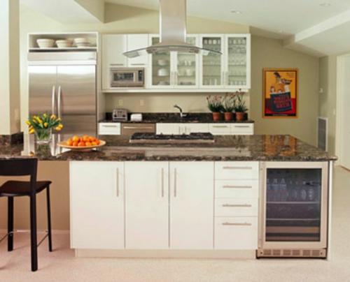 Küchen Grundrisse hölzern kücheninsel weiß dominierend farbe essstühle schwarz