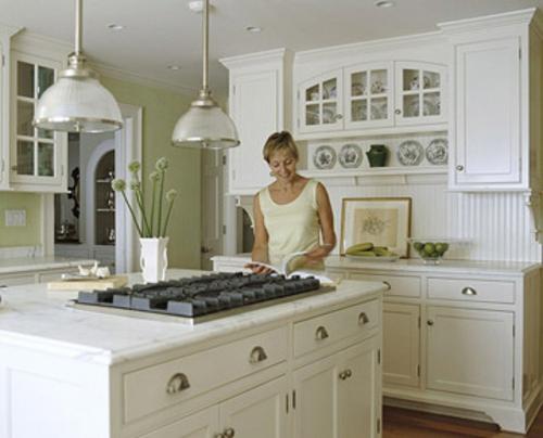 küchen grundrisse weiße küchenarbeitsplatte hängelampen