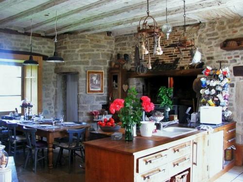 französische dekoration küche idee ziegelwand