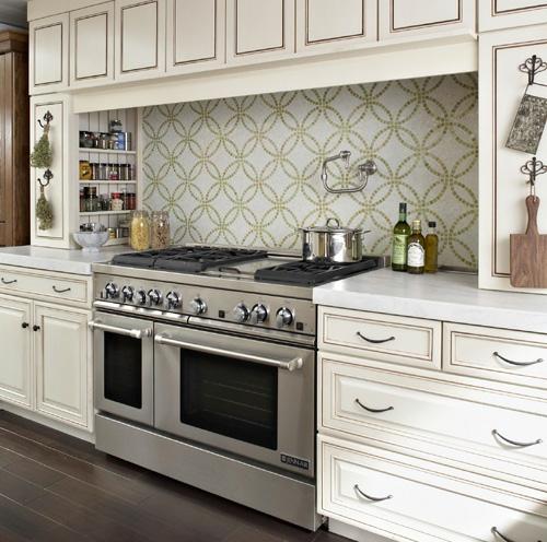 küchenblock-küchenspiegel-spülbecken-idee-design