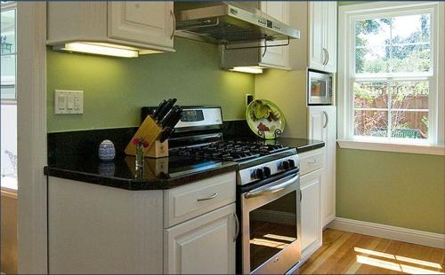 küchenblock texturen holz weiß schwarz grün küchenrückwand kompakt