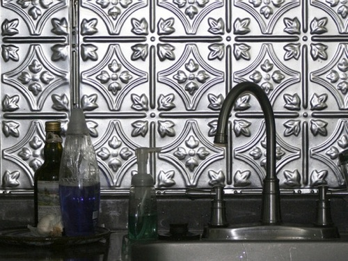 küchenrückwand ideen bunt interessant praktisch metall verzierungen