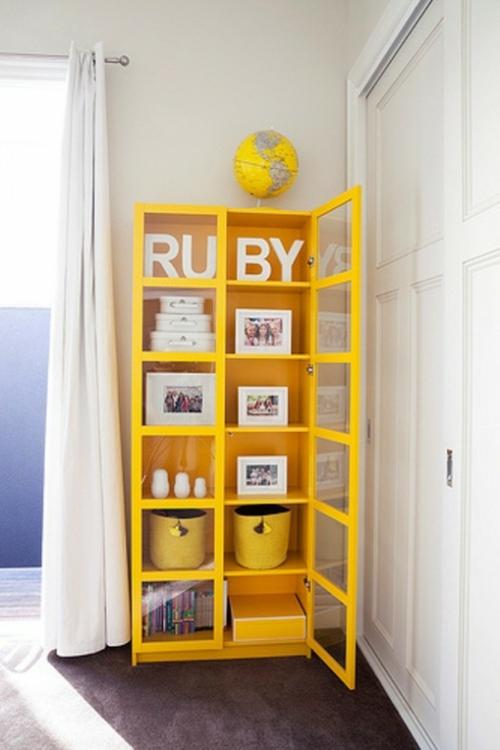 kinderzimmer design idee in wei und gelb origineller. Black Bedroom Furniture Sets. Home Design Ideas