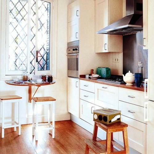 klapptisch im küchenberiech holz rund frühstückstisch fenster