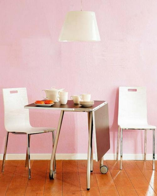 klapptisch im küchenberiech metallisch material idee rosa wand